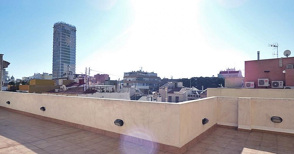 Terraza en Alicante con vistas al hotel Gran Sol